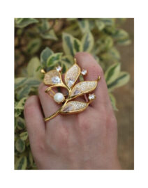 A-Delicate-Leaf-Ring-With-Stones.